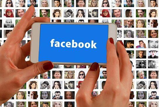 facebookとスマホと手