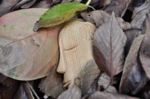 木彫りの妖精横顔