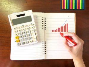 電卓と上昇グラフ