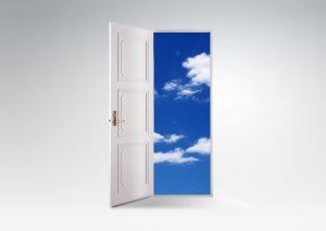 ドアの向こうの青空