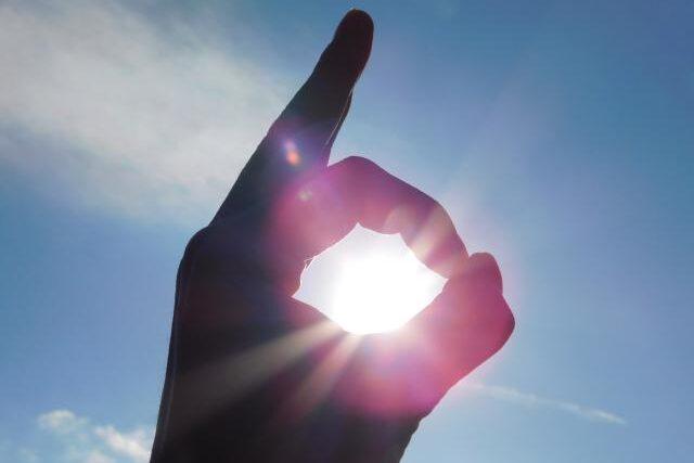 OKサインと太陽