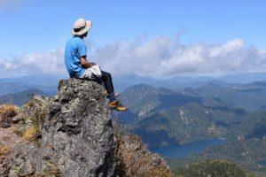山頂と男性