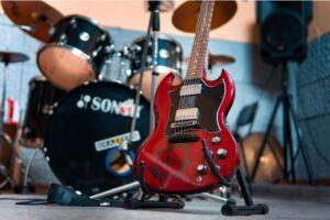スタジオのギターとドラム