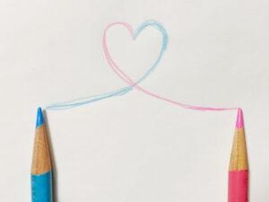 2本の色鉛筆でハート