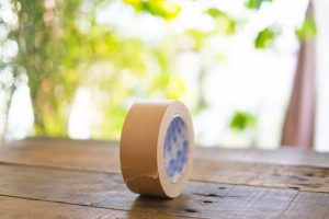 窓際のガムテープ